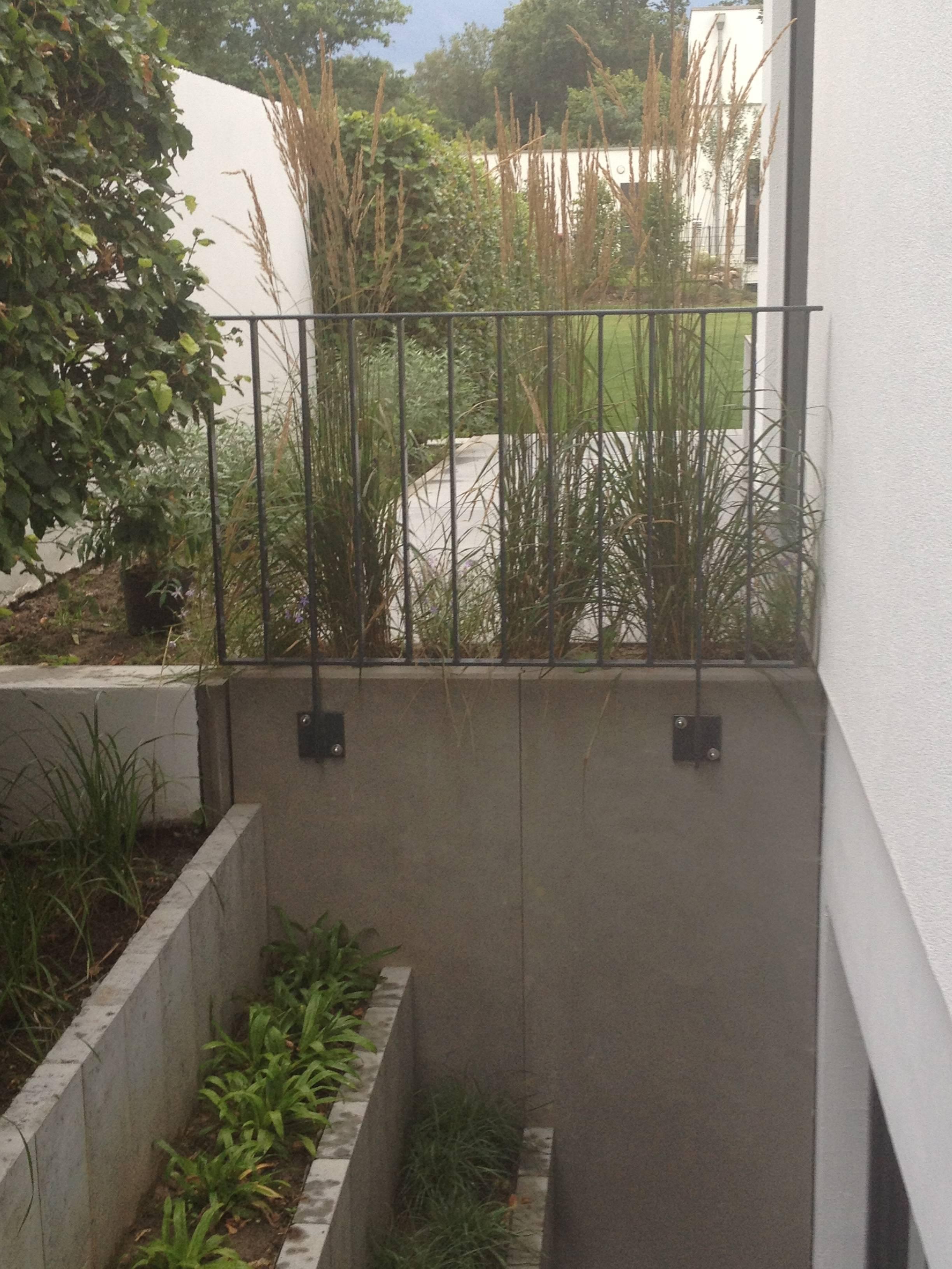 terrasse mit grossformat platten righini garten und landschaftsbau. Black Bedroom Furniture Sets. Home Design Ideas