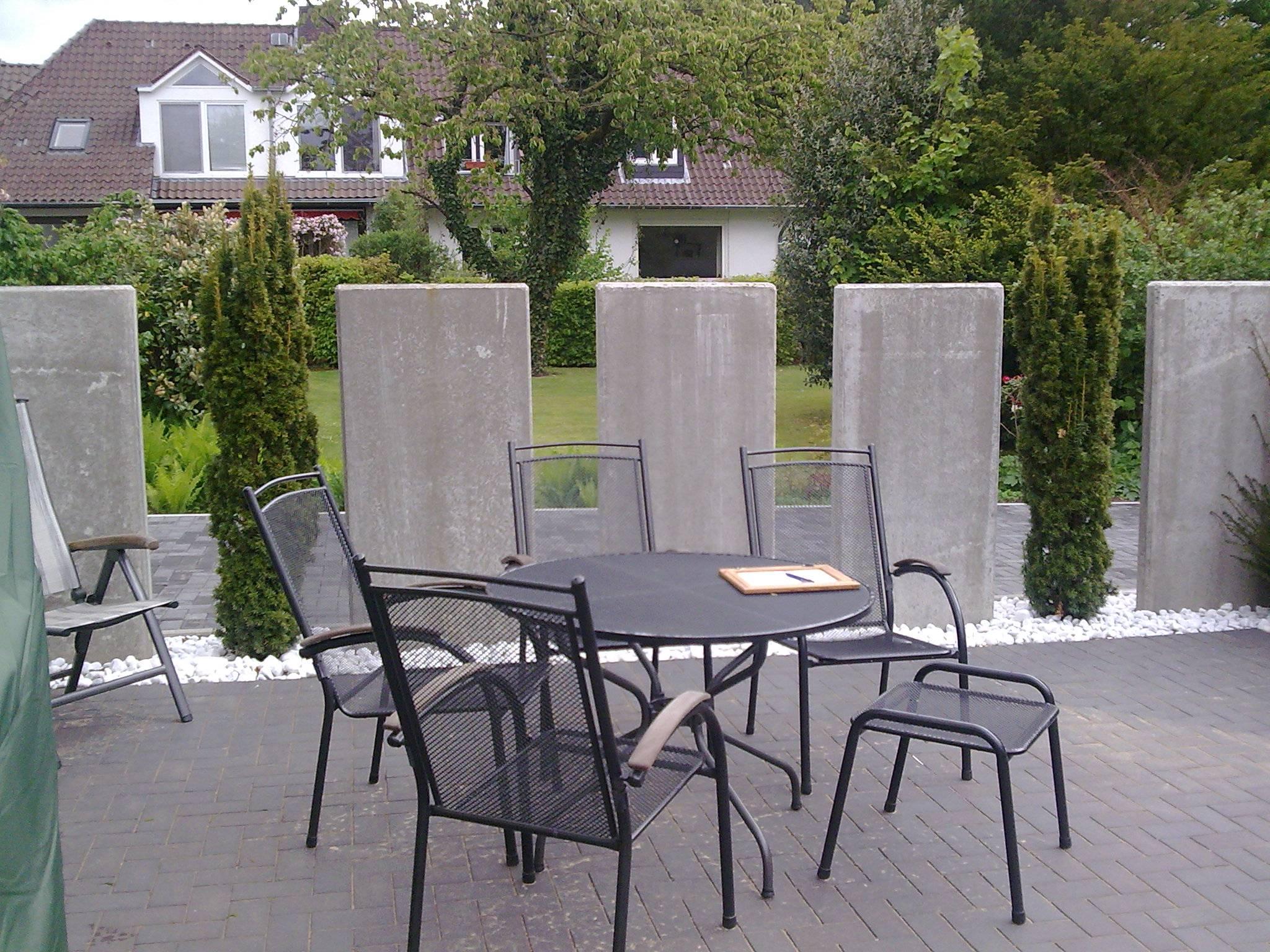 Sichtschutz Mit Beton Elementen Righini Garten Und Landschaftsbau
