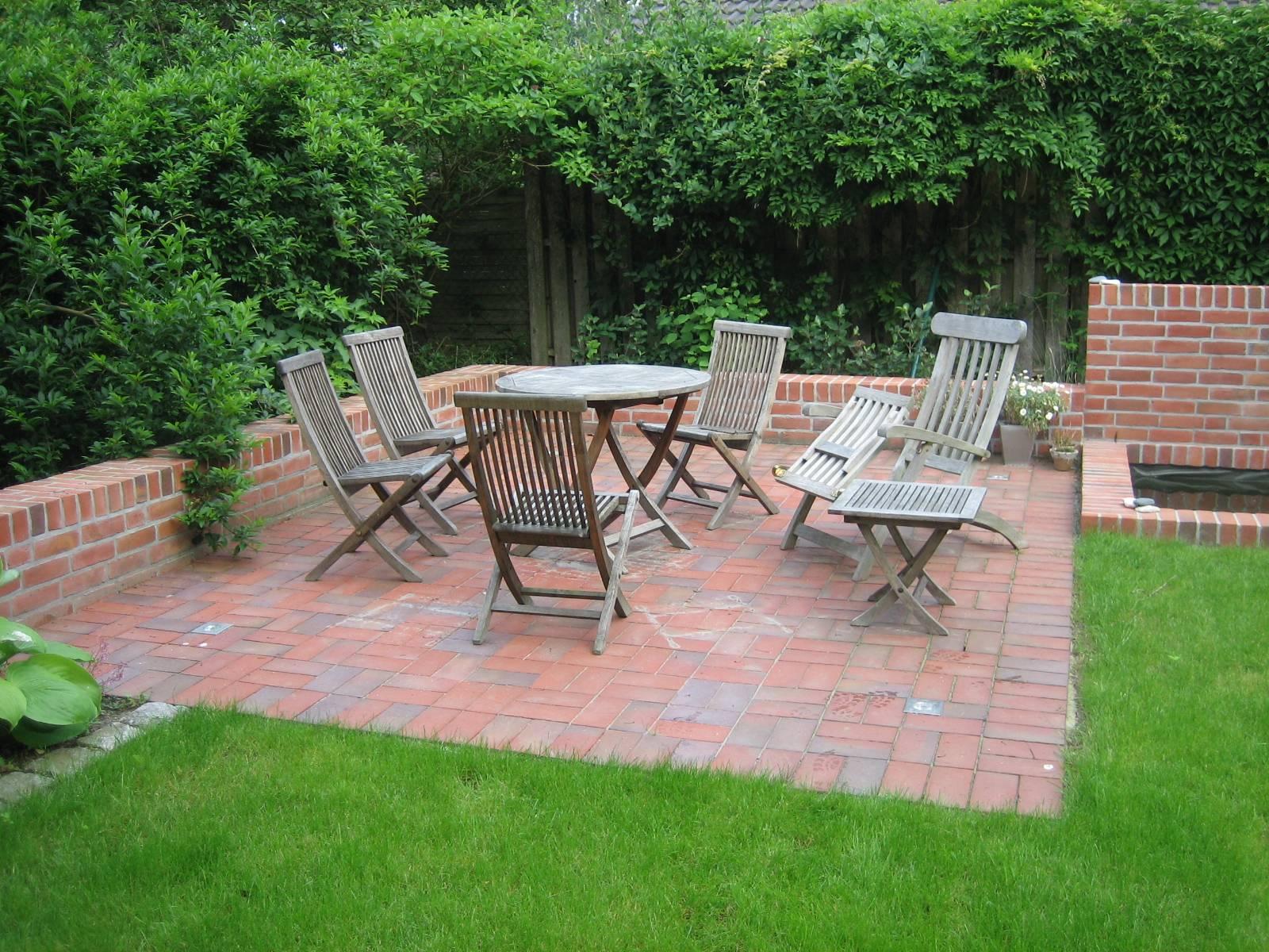 sitzecke mit wasserspiel | righini garten- und landschaftsbau