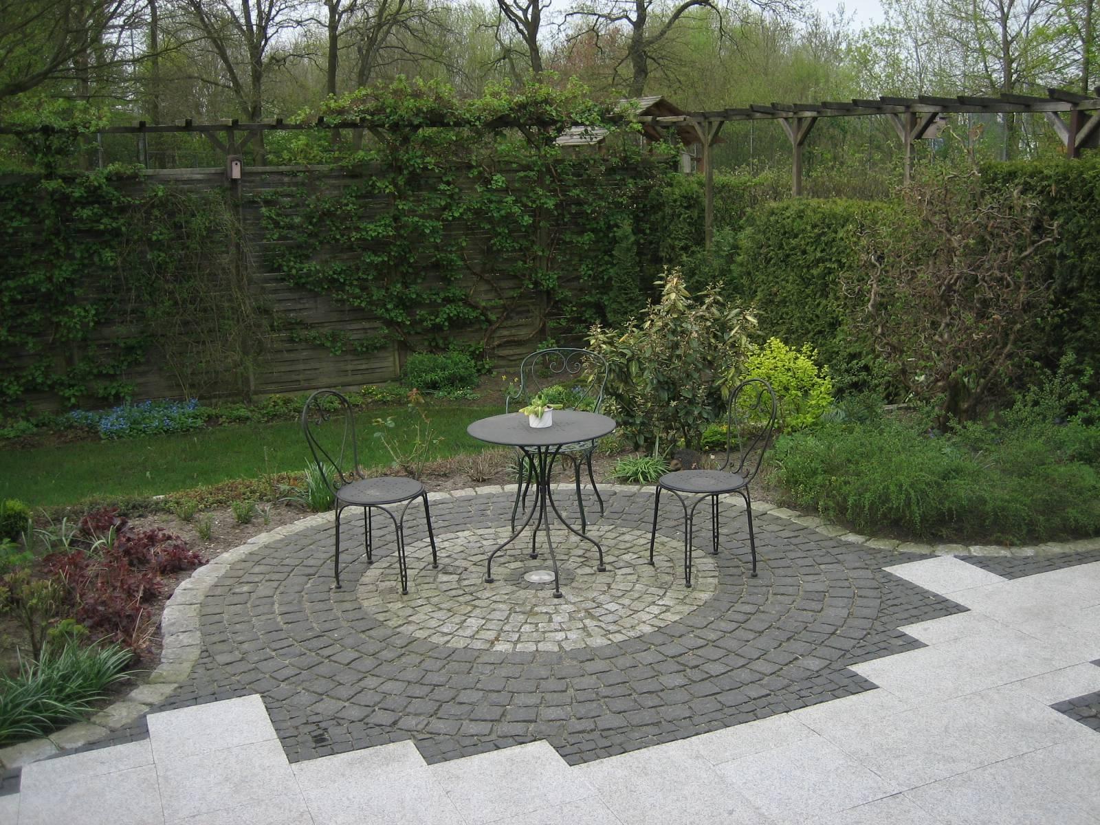 sitzplatz terrasse righini garten und landschaftsbau. Black Bedroom Furniture Sets. Home Design Ideas